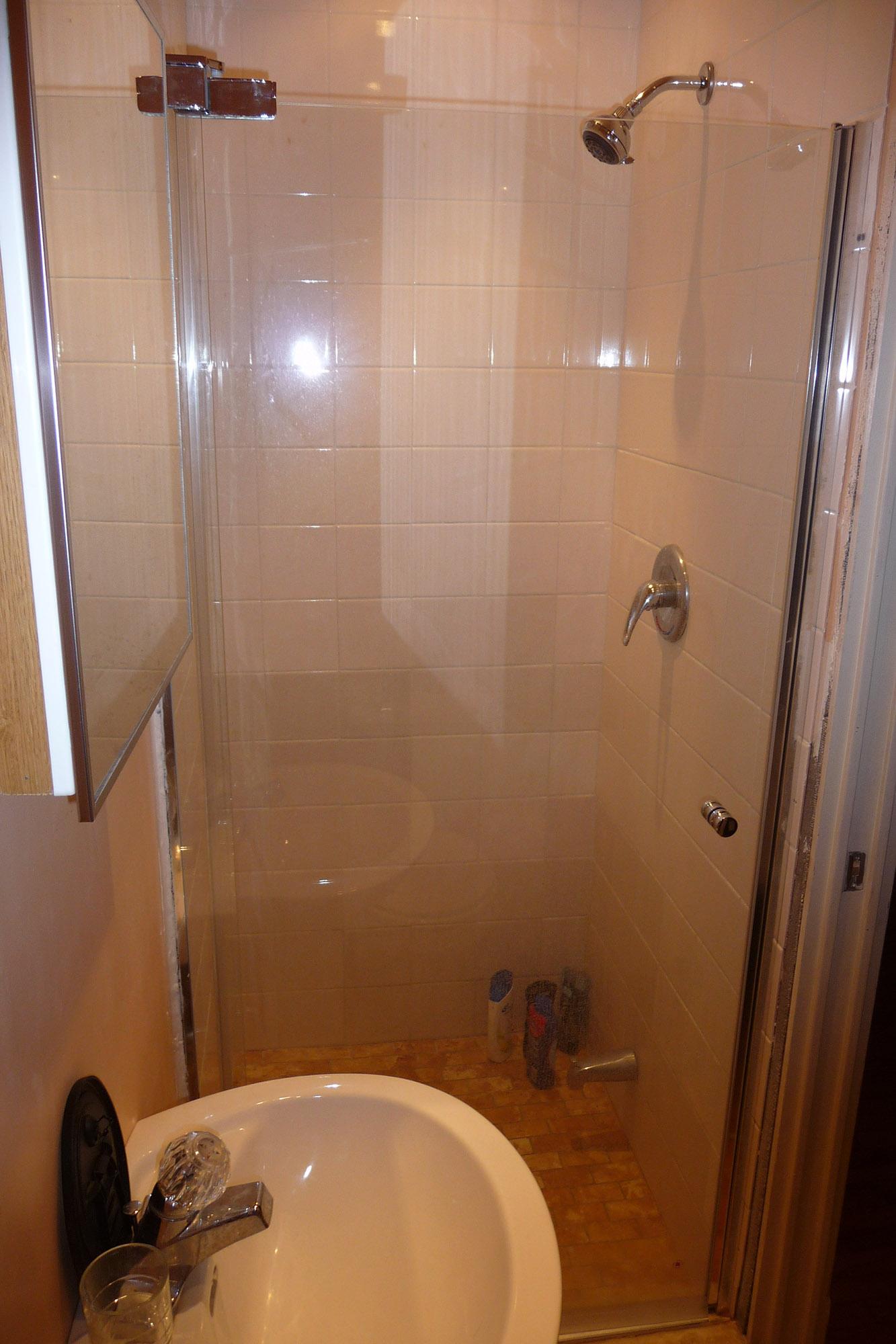 Salle de bain 1/Bathroom 1