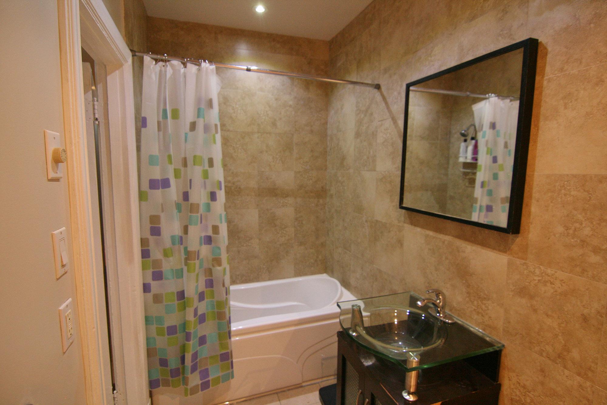 Salle de bain 2/Bathroom 2