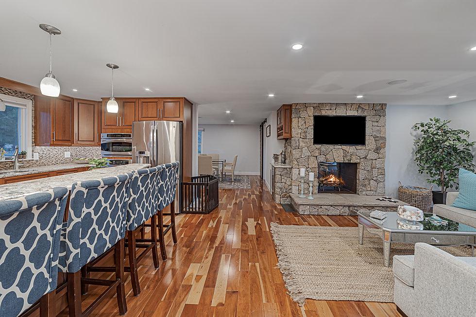 25 Living Room & Kitchen.jpg