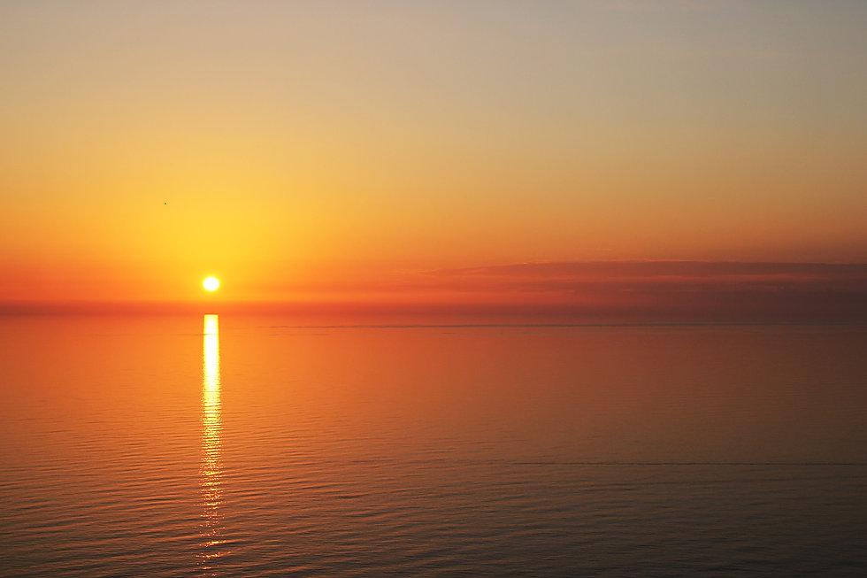 backlit-beach-beautiful-dawn-434551.jpg