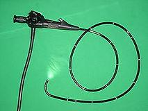 אנדוסקופ אשר נמצא בשימוש  בניתוח במיתרי קול