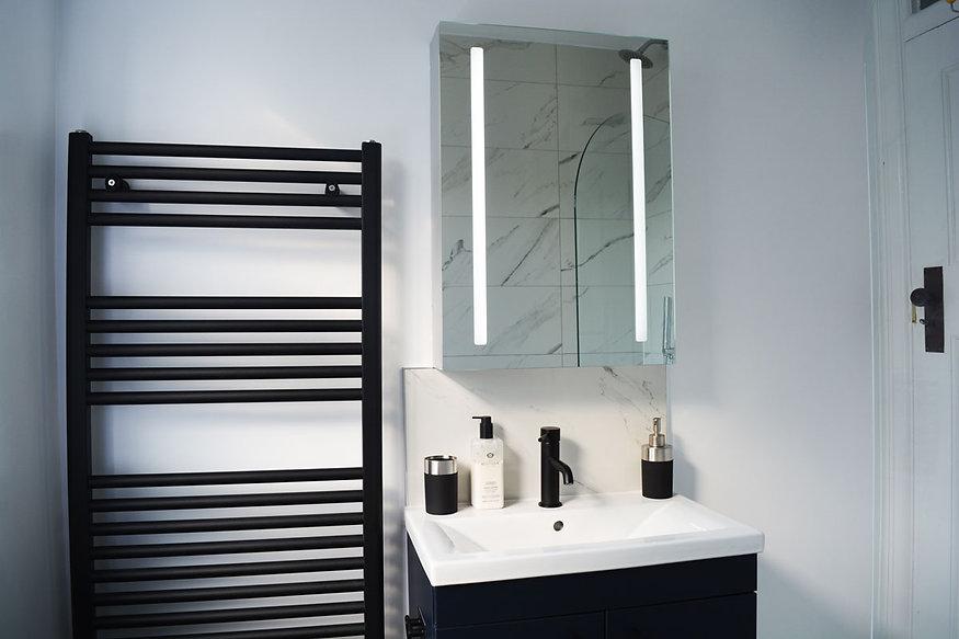 Family-bathroom-sink2.jpg