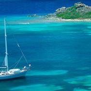 Segelboot in den Tropen