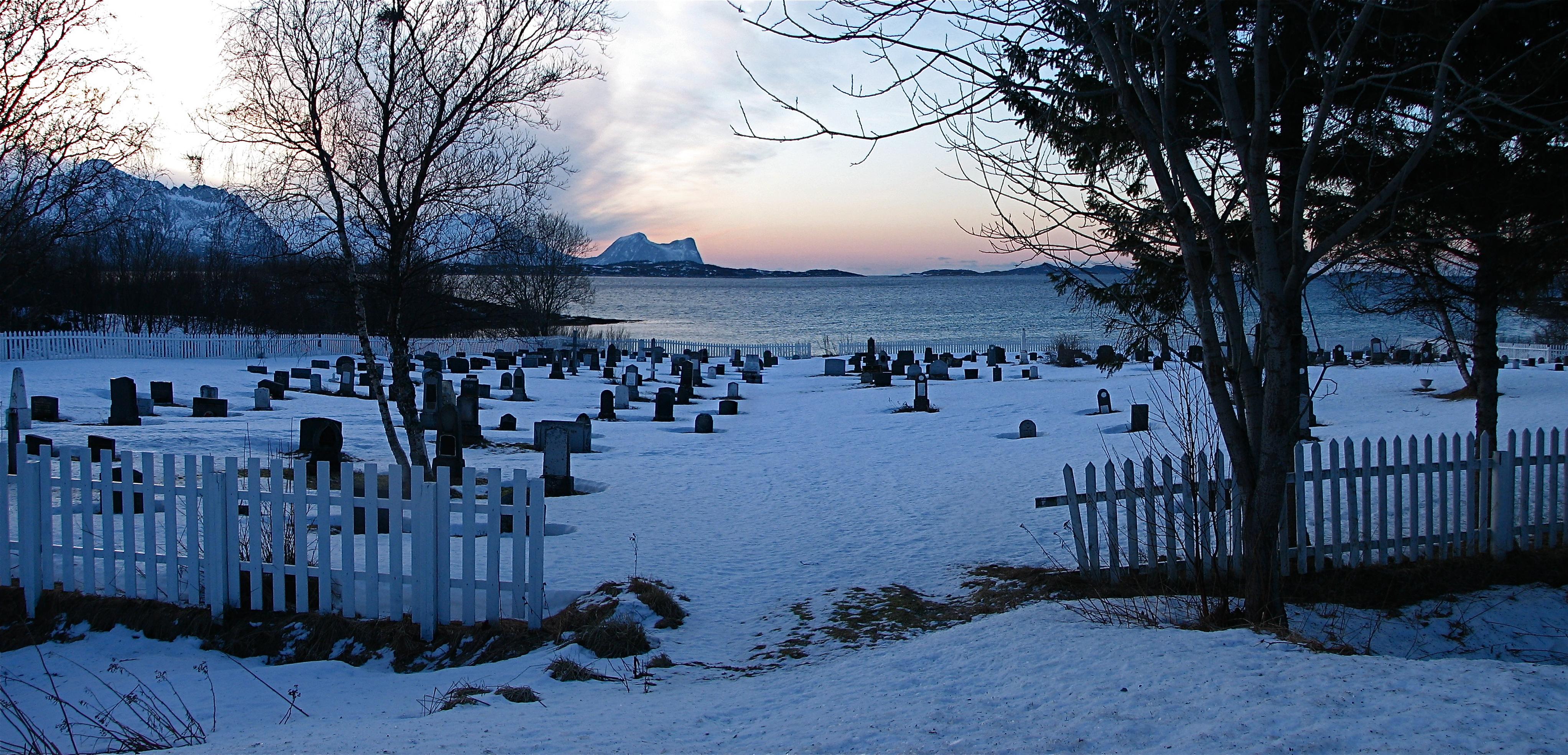 Skaland kirkegård.JPG