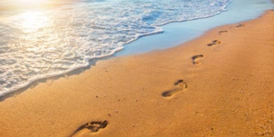 Fußspuren im Sand - Foto: Alexandr Ozerov/shutterstock.com (siehe Impressum)