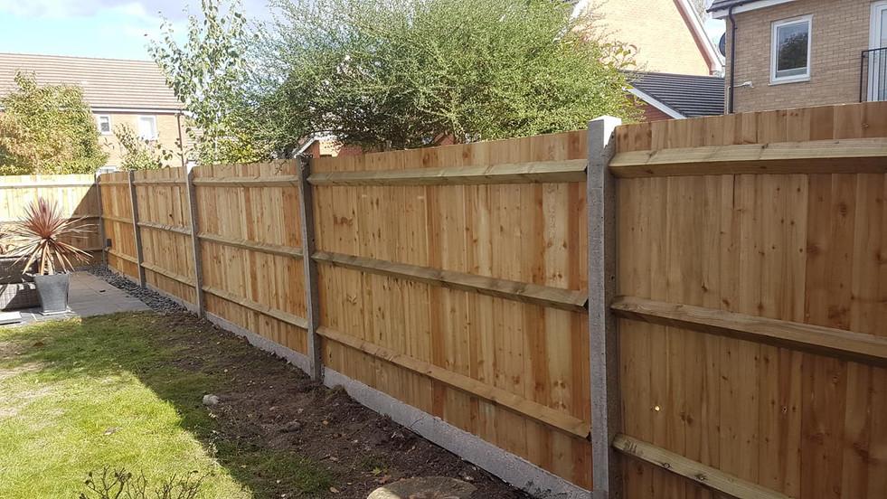 closeboard fencing in bracknell.jpg