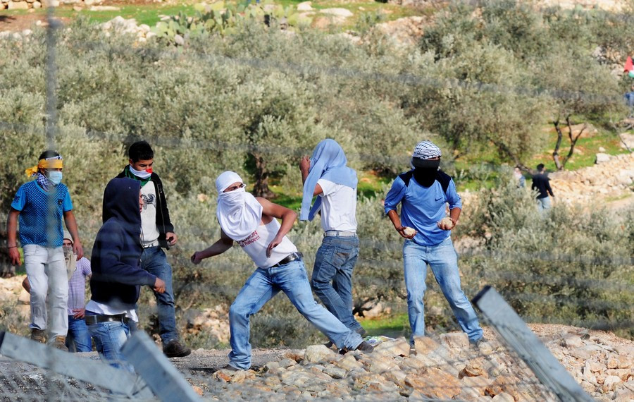 Illustration: Arab rioters (Image credit: Israel Defense Forces [CC BY 2.0], via Wikimedia Commons)