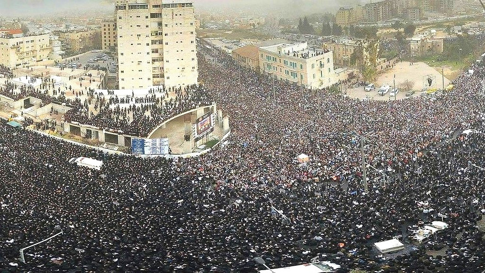 Illustration: Haredim Protest Court Imposition of Draft Laws by Eli Segal [CC BY-SA 3.0] via Wikimedia