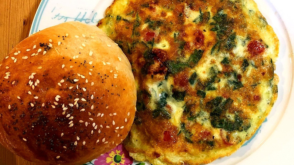 Illustration: Fresh challah roll with omelet (Image Credit: Dr. Barry Lynn © 2020)