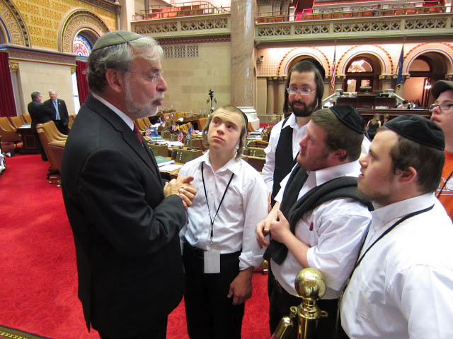 Assemblyman Hikind Meets With Special Needs Students in NY Legislature (Image Credit: PR Photo)