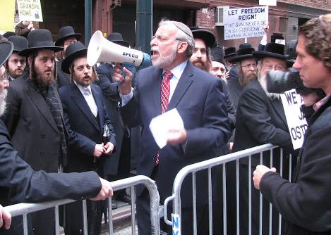 NY Assemblyman Hikind Speaks At Political Protest (Image Credit: Yehudah Meth)