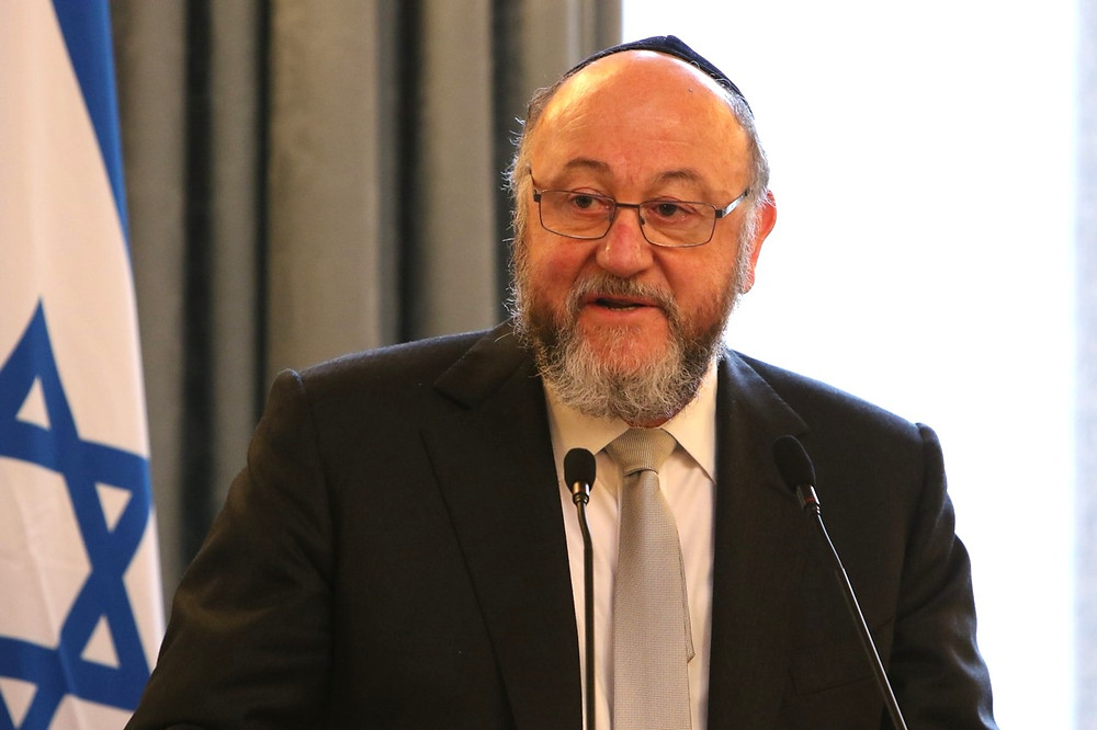 Chief Rabbi Ephraim Mirvis of the United Hebrew Congregations of the Commonwealth by the British Foreign and Commonwealth Office [CC BY 2.0] via Wikimedia