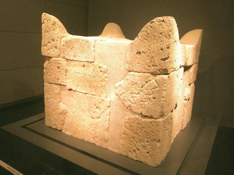 Illustration: Altar from Tel Be'er-Sheva by Tamarah [CC BY-SA 3.0] via Wikimedia