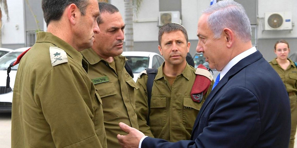 Netanyahu meets with IDF officers of the Southern Command (Credit: Amos Ben Gershom/ GPO)