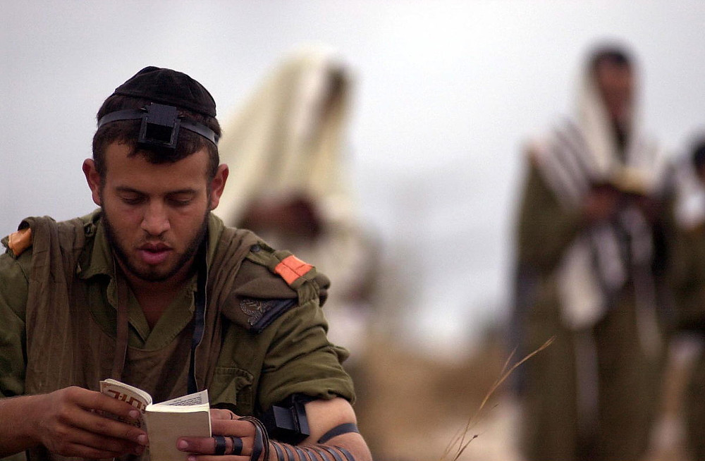 Haredi soldiers in prayer (Image credit: Israel Defense Forces [CC BY-SA 2.0 ], via Wikimedia Commons)