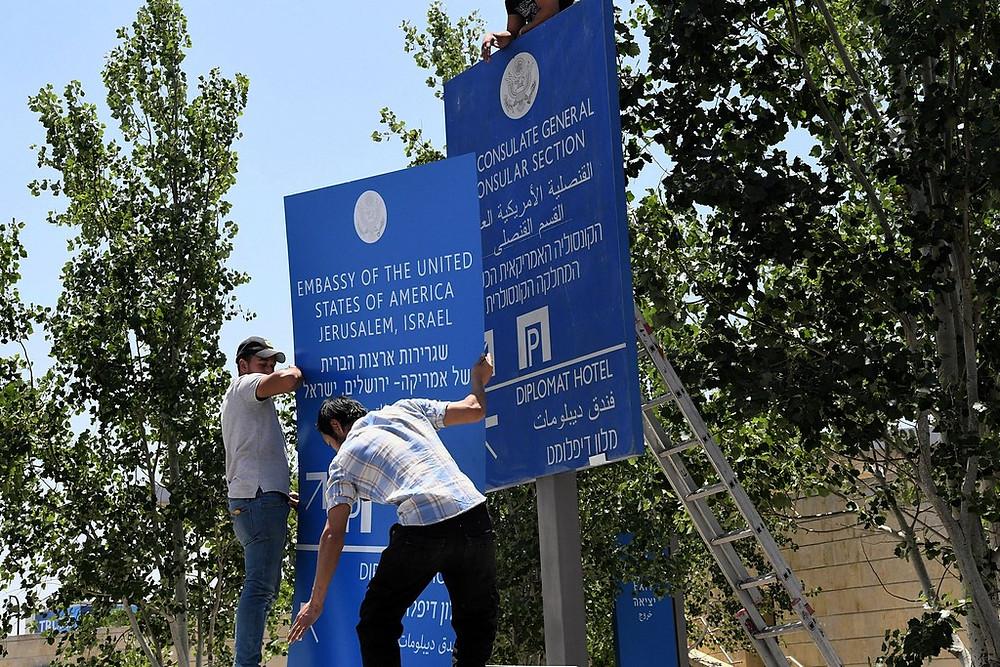 Embassy Sign Change by U.S. Embassy Jerusalem (CC BY 2.0) via flickr