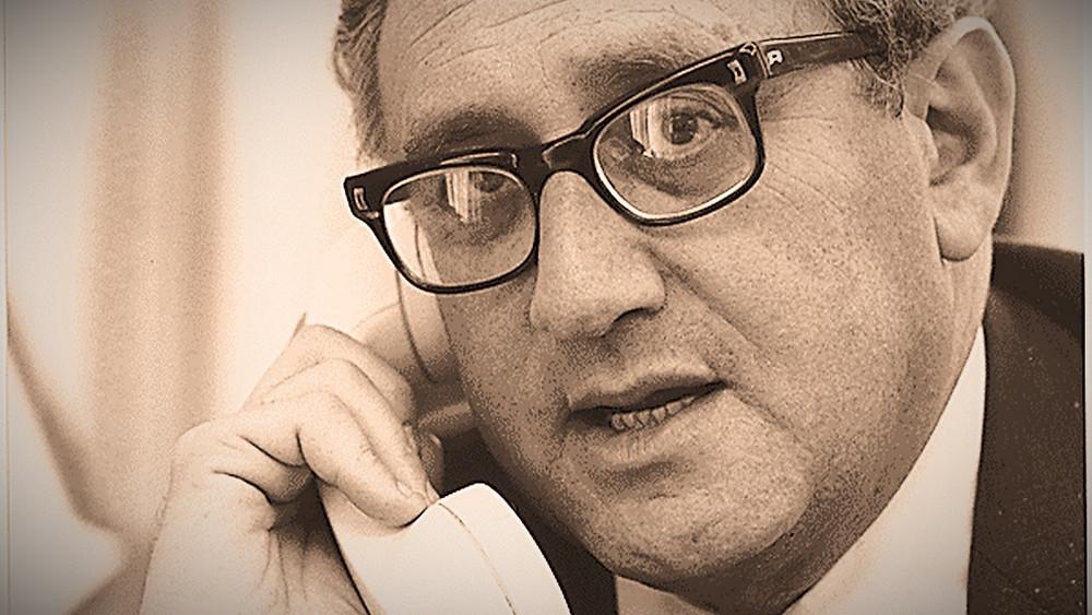 Illustration: U.S. Secretary of State Henry Kissinger on the Phone by David Hume Kennerly (NARA) [Public Domain] via Flickr