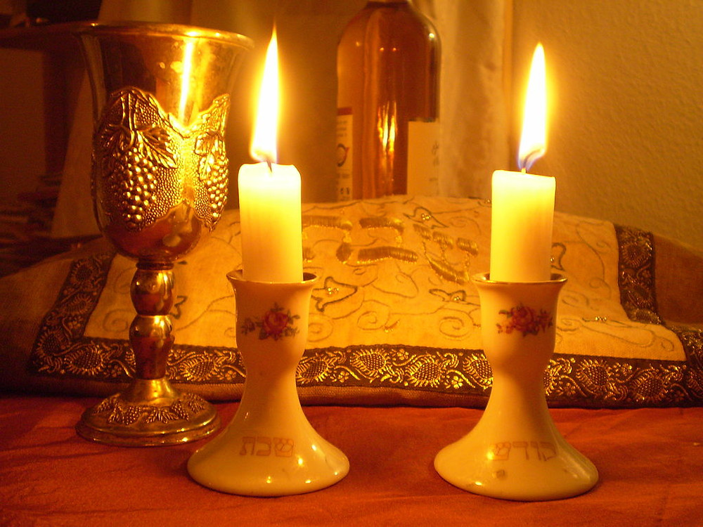 Illustration: Shabbat candles (Image credit: Olaf.herfurth (Own work) [CC BY-SA 3.0 (https://creativecommons.org/licenses/by-sa/3.0)], via Wikimedia Commons)