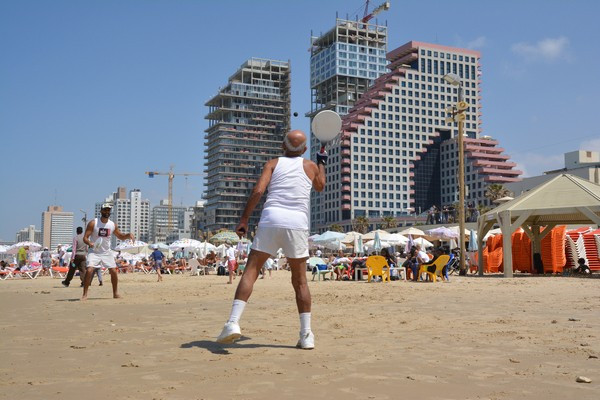 Tel Aviv beach (Image credit: Roman Möckli [CC BY-ND 2.0] via flickr)