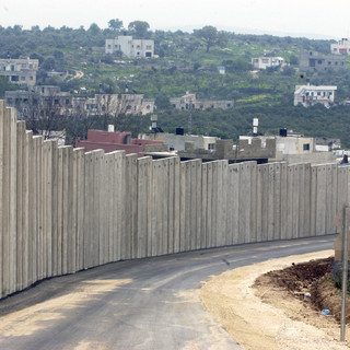 INTO THE FRAY: Touting Jewish Ghettos - Moronic or Malevolent?