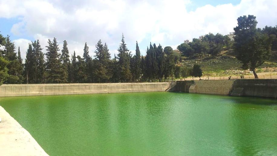 Solomon's Pools by Roman Klozweg, Own work [Attribution] via Wikimedia