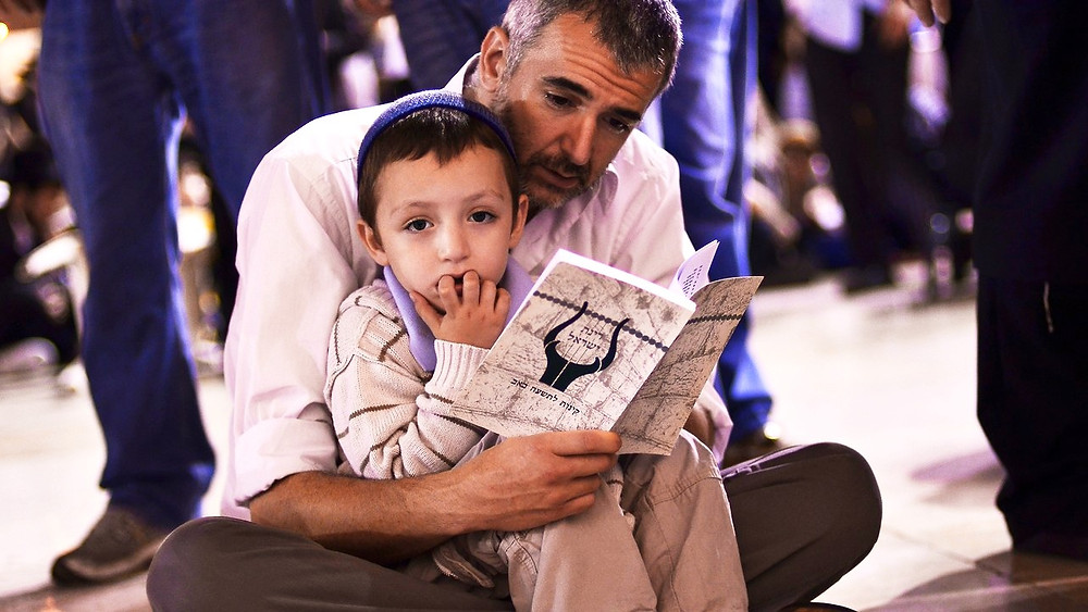 Illustration: A father with his son by the Western Wall in Jerusalem, U.S. Air Force photo/Staff Sgt. Mikhail Berlin [Public Domain]