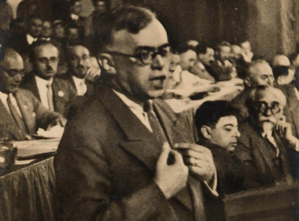 Zeev Jabotinsky at 1931 Zionist Congress by Ze'ev (Wilhelm) Aleksandrowicz [Public Domain] via Wikimedia