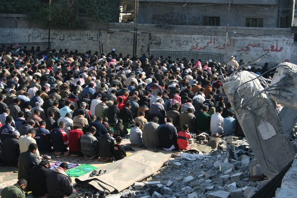 Muslim prayer in Gaza (Image credit: Al Jazeera English (Praying in Defiance) [CC BY-SA 2.0 (https://creativecommons.org/licenses/by-sa/2.0)], via Wikimedia Commons)
