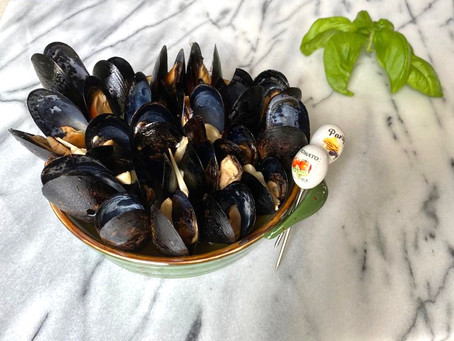 Mussels and garlic with parsley