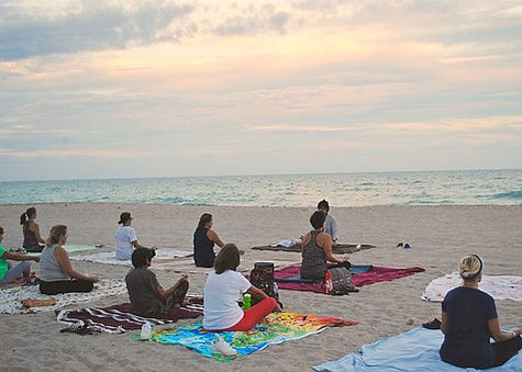 yogaclassonbeach-1040844__340.jpg