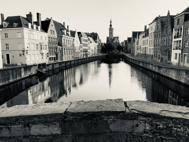 bruges canal black and white.jpg