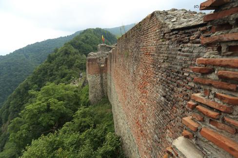 peonari castle.jpg