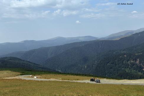 two bikers carpathian sky transalpina.jp