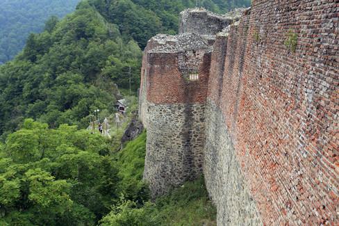 poenari castle walls.jpg