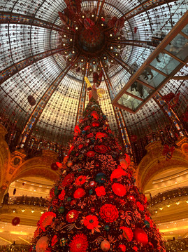 christmas inside galleries la fayette.jp