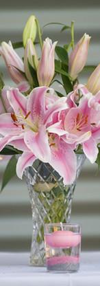 lillies-2082933_1920.jpg