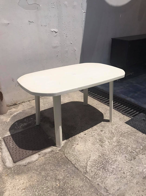 White plastic table and 6 white chairs