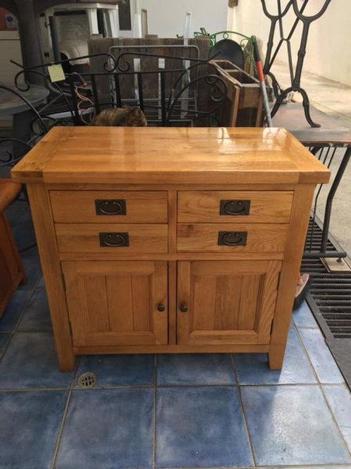 Heavy oak unit with 4 drawers and cupboard