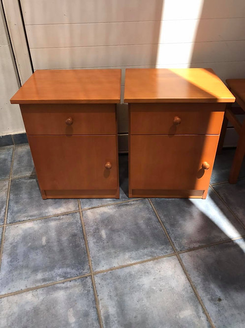 Matching veneer bedsides 41x37 54h €40 for the pair