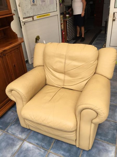 Italian cream leather armchair 120x110x109h €40