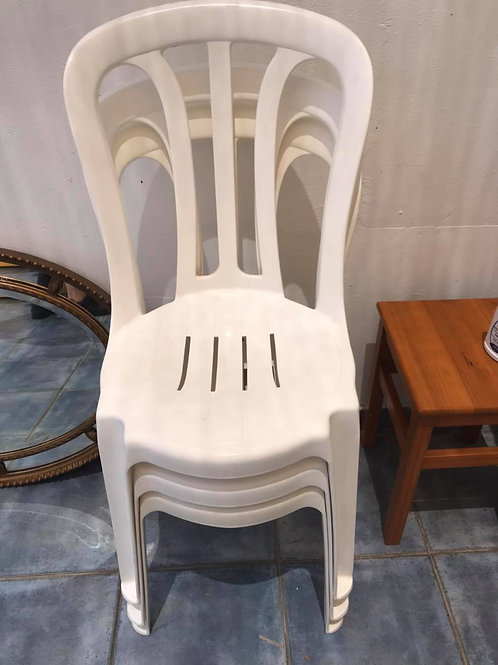3 new white plastic chairs €7 each