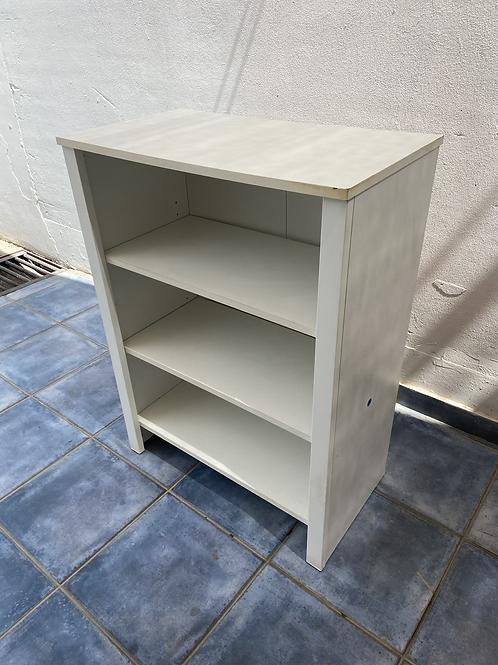 White veneer bookcase/shelving unit