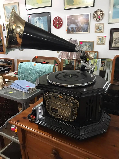 Denka old style gramophone looking record/CD player/radio/cassette