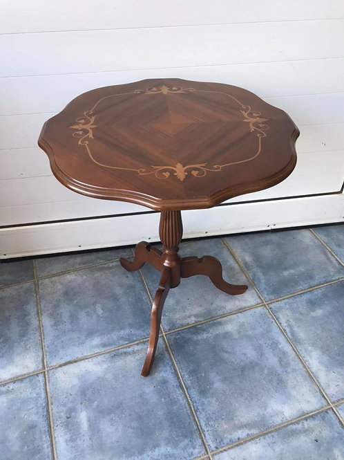 Beautiful dark wood parlour/occasional table with beautiful inlay