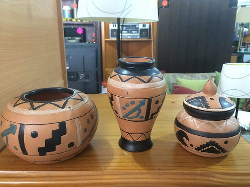 Set of 3 small terracotta pots