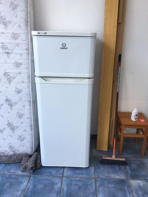 Indesit fridge freezer in excellent condition and working order