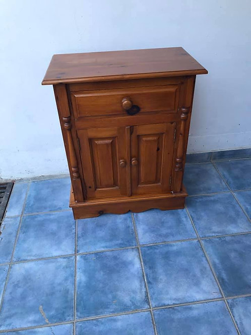 Lovely quality pine unit with one drawer and cupboard