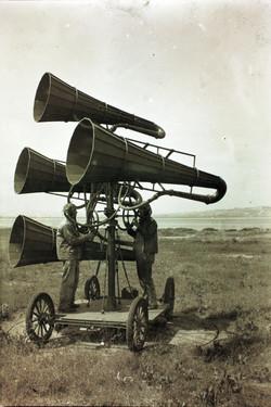 Ear_trumpet_WWI.jpg
