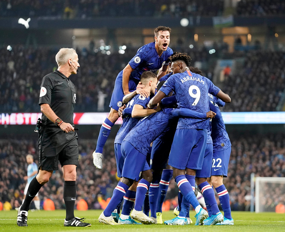 Chelsea celebrate Kante's goal Photo by Sean Gosling