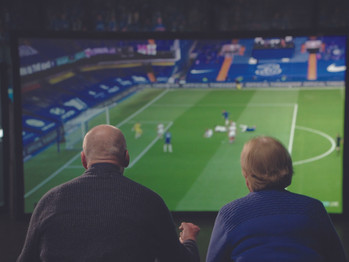 Couple back at the Bridge for a game, well kinda and it's  all thanks to Three, aww, bless 'em